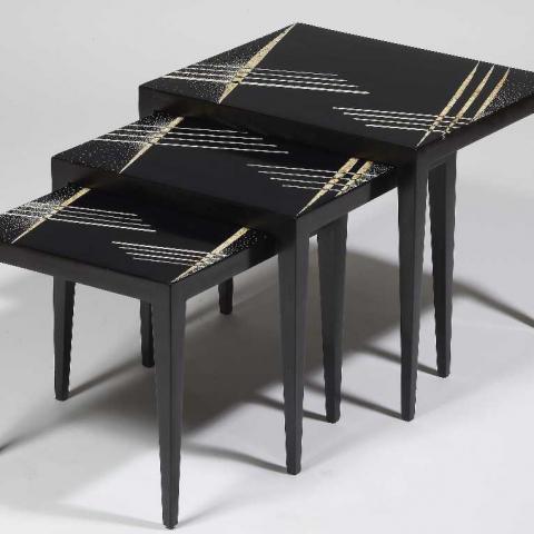 Tables gigognes en laque noire. Circa 1925.
